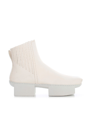 SQUARE POINTED ANKLE BOOTS