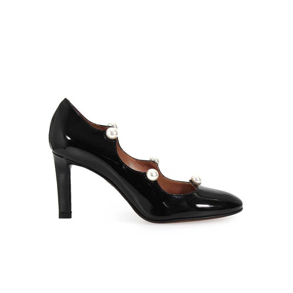 CHOSE PATENT LEATHER PEARL PUMP