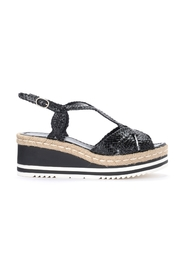 Sandal in woven leather with crossed bands