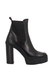 Platform ankle boots with elastic