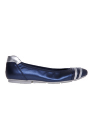 Laminated leather ballerina with striped toe