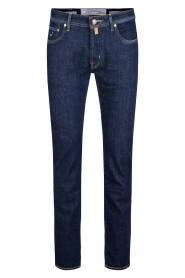 J688 Comf Jeans