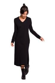 Sukienka z kapturem i rozcięciem