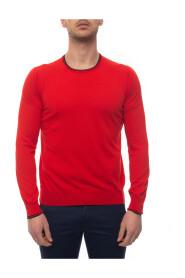 Round-necked pullover