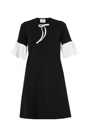Sukienka ze wstążką