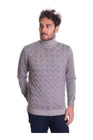 CABLE TURTLENECK SWEATER