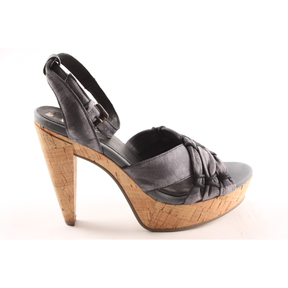 Caracal pumps