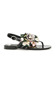 Patent sandals with bow