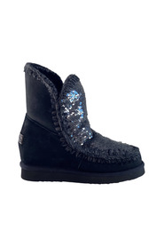 Eskimo boots with sequins