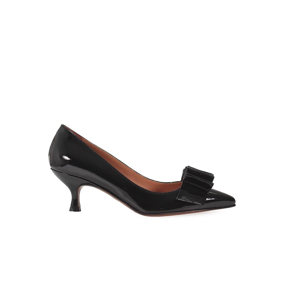 CHOSE PATENT LEATHER COURT SHOES WITH BOW