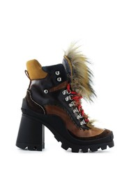QUEEN HELEED ANKLE BOOT