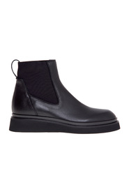Black nappa leather Beatles with rubber sole