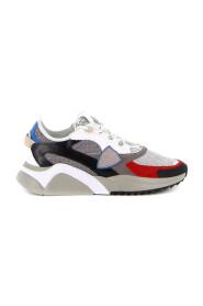 'Eze' Sneakers