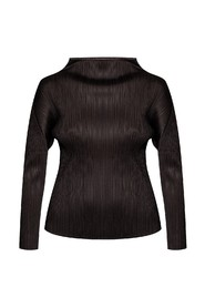 Pleated top with long sleeves