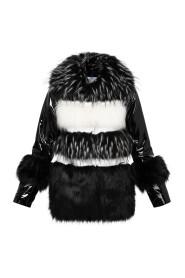 kurtka ze sztucznego futra z lakierowanymi rękawami