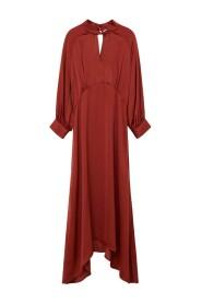 Glättad asymmetrisk klänning