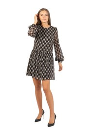 Short dress with knot pattern