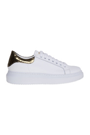 Leather sneaker with coconut heel