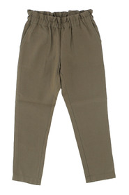 Trousers characterized by draped waist