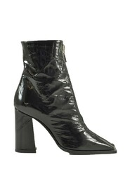Wrinkled Leather Booties w/Zip