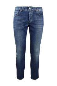 5-pocket dark wash jeans