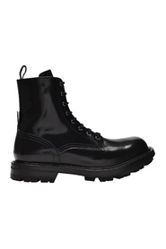 Laced Boots in Patent Leather