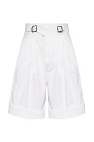Übergroße Shorts