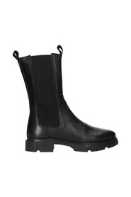 leather chelsea boot detail