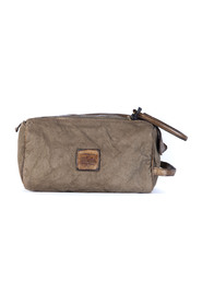 BEAUTY CASE in garment-dyed cowhide top closure with double zip
