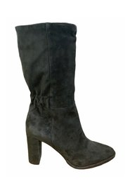 Ankle boot with elastic