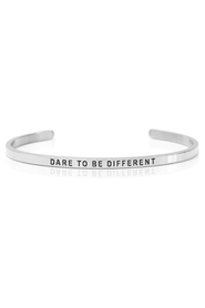 Armring med tekst - DARE TO BE DIFFERENT - 7505