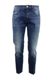 medium wash 5-pocket jeans