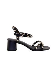 Korkeat sandaalit