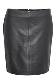 19 THE LEATHER SKIRT