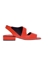 Leather matiè sandal with sculpture heel