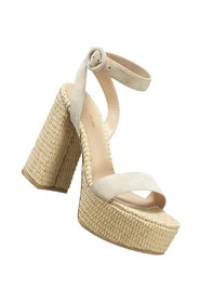 Wedges with heel made of bast