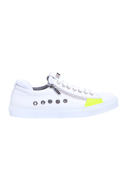 Leather sneaker with side zip and inserts
