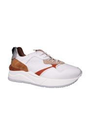 572134 Sneakers