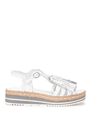 Sandalo i pelle bianca con nappine