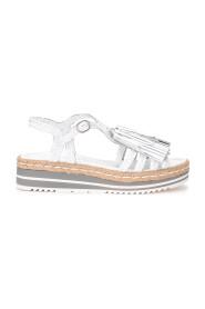 Sandalo in pelle bianca con nappine