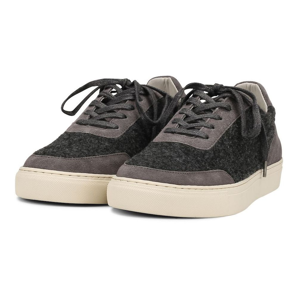 Base Low Sneakers
