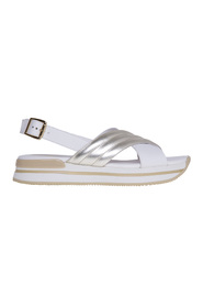 Leather sandal with crossed bands
