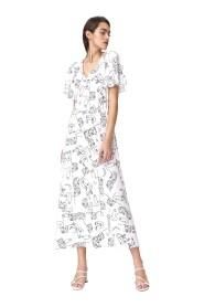 Jasna sukienka maxi z rozkloszowanymi rękawami - twarze