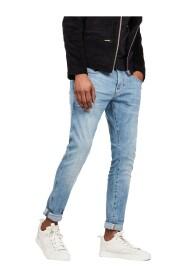 Raw säljer jeans
