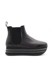 Ankle boot with high sole