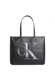 Sculpted shopper bag