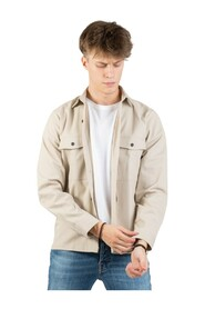 Structured shirt with large pockets