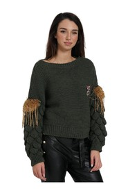 SWEATER WITH WOVEN SLEEVE AND APPLICATIONS