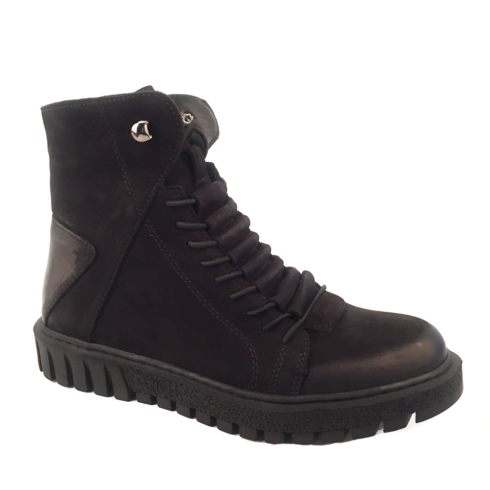 Boots w / Powerful Sole