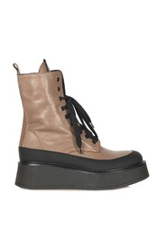 Boots   2725